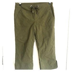 NWOT Prana hunter green capris